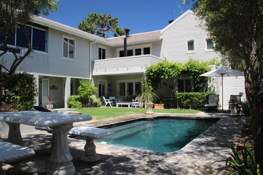 Hermanus Lodge On The Green. Accommodation in Hermanus Western Cape